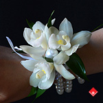 Get a beautiful pearl wristlet for a Montreal wedding.