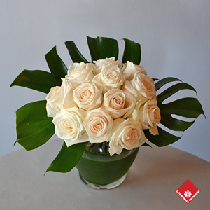 Send a white rose vase from a local Montreal florist to express your sympathy.