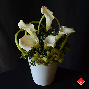 This gorgeous calla lily centrepiece which is ideal for a wedding was made for BMW on the occasion of the Canadian Open. The event took place at the Royal Montreal Golf Club in Île wizard in July 2014.