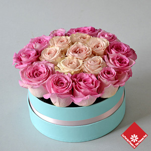 20 Roses in blue gift box.