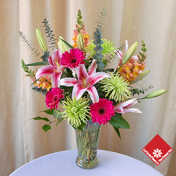 Seasonal flowers in a vase for Montreal delivery.