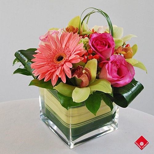 Wedding reception centerpiece for wedding from your Montreal Florist..
