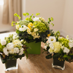 A presentation of sprayroses and hydrangeas.