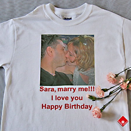 Image t-shirt with a Montreal marriage proposal.